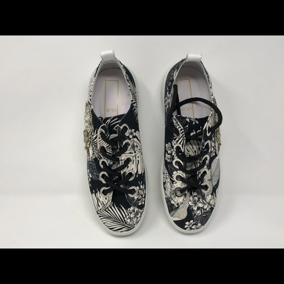 ee5b33cd5eb6e No 21 Floral Designed Sneakers with Fancy Brooch